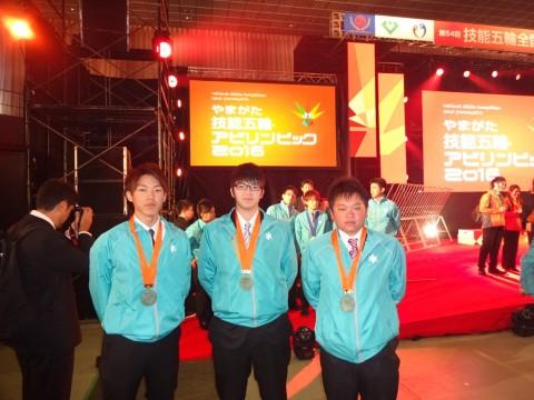 左から、高橋選手、上部選手、前川選手