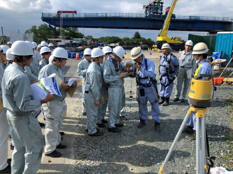 新小谷木橋現場見学 最新測量機器の実演